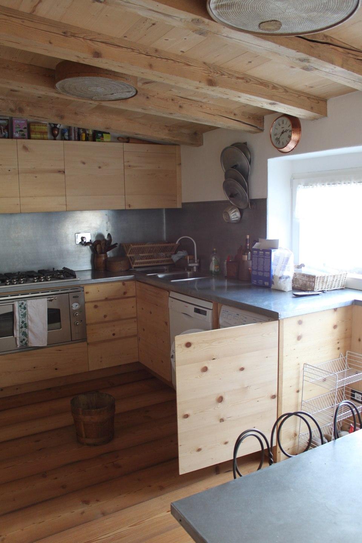cucina in legno con vano porta elettrodomestici_falegnameria Bariza