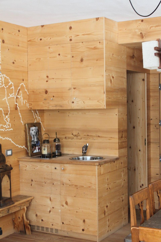 lavandino ad angolo in legno_falegnameria Bariza
