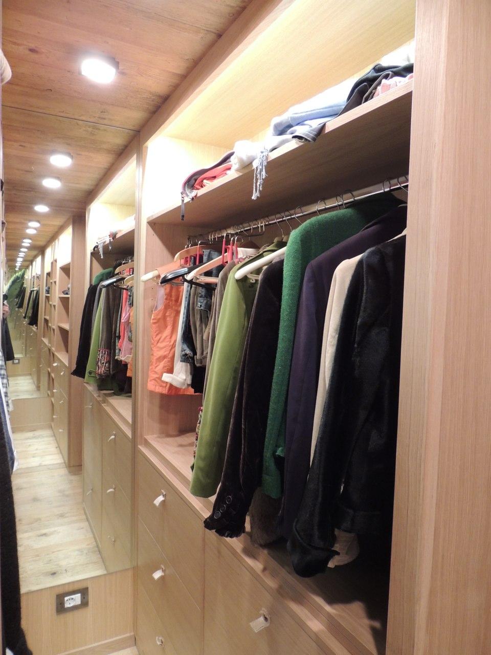 arredamento per negozio in legno_falegnameria Bariza