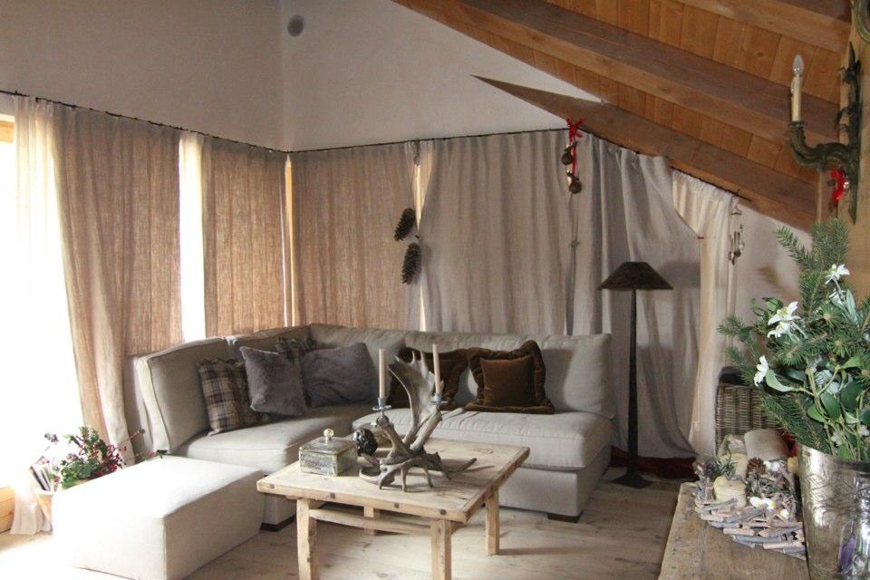 zona living chalet di montagna_falegnameria Bariza