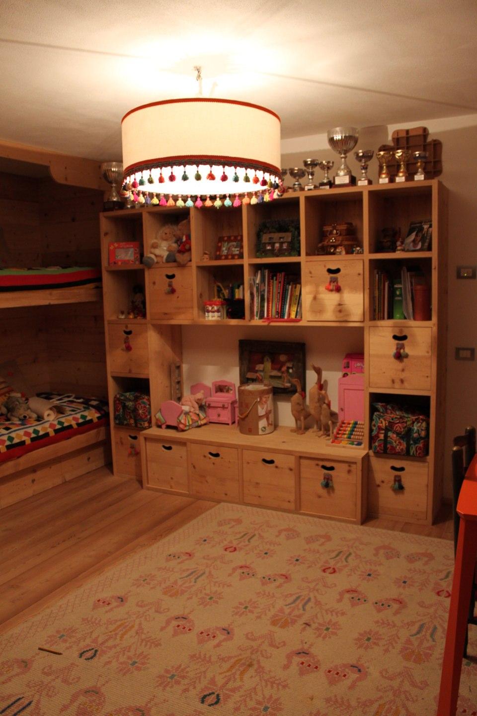 libreria in legno per cameretta_falegnameria Bariza