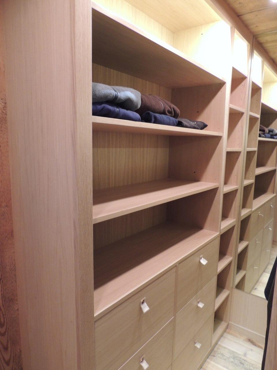 armadio con cassetti e mensole_falegnameria Bariza