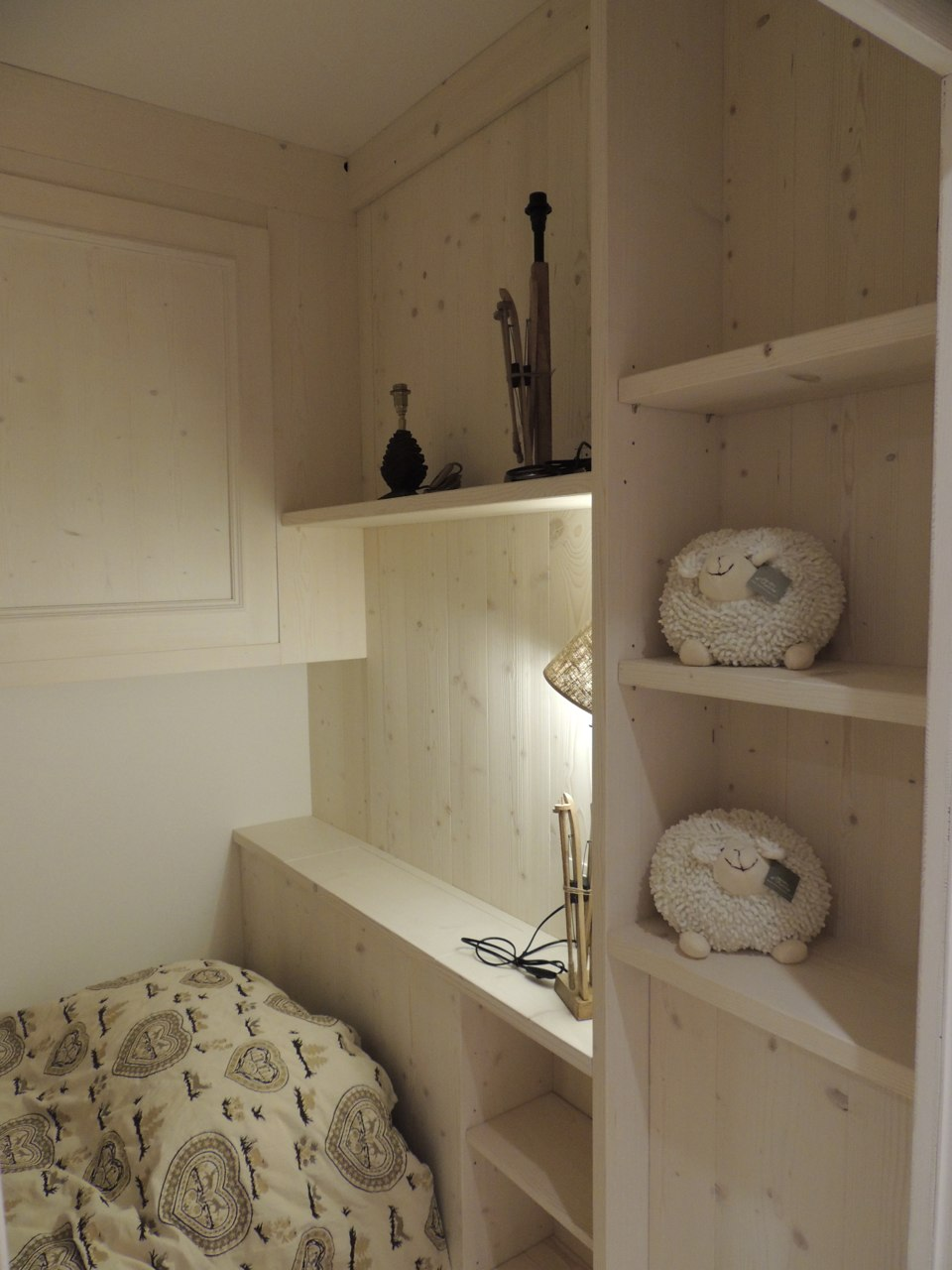 cameretta romantica in legno_falegnameria Bariza