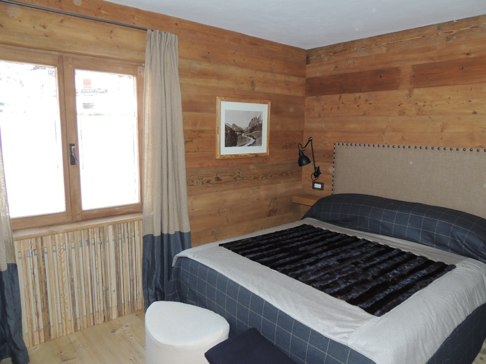 camera matrimoniale con legni diversi_Falegnameria Bariza