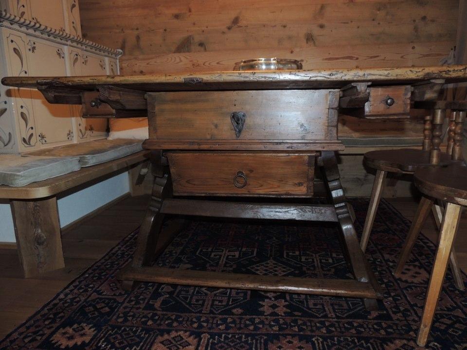 tavolo antico in legno_falegnameria Bariza