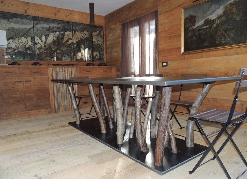 tavolo con gambe in legno_falegnameria Bariza
