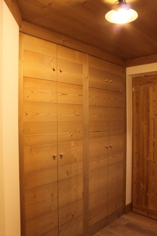 Armadio a muro su misura in legno_falegnameria Bariza