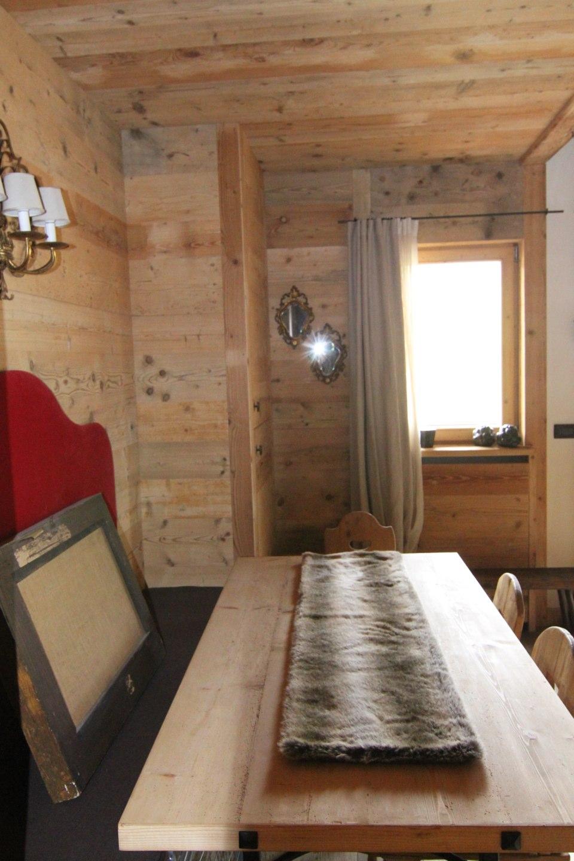 tavolo con cassapanca in legno_falegnameria Bariza