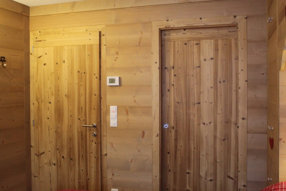 porta scorrevole in legno_falegnameria Bariza