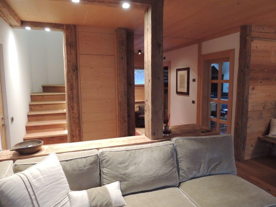 salotto moderno chalet di montagna_falegnameria Bariza