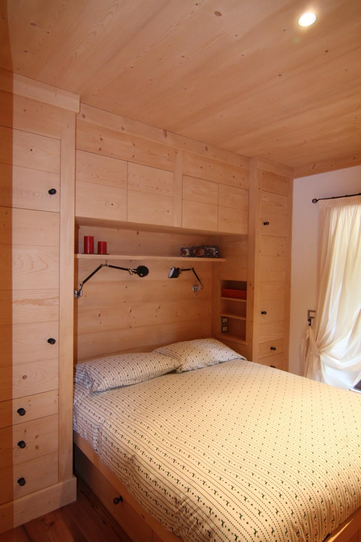camera matrimoniale in legno su misura_Falegnameria Bariza