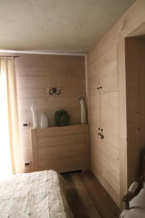 camera con armadio su misura in legno_falegnameria Bariza