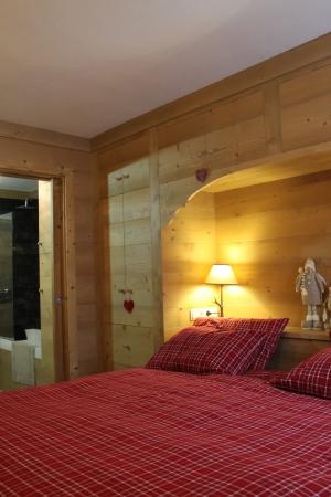 camera matrimoniale in legno montagna_falegnameria Bariza