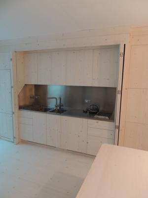 cucina su misura legno chiaro_falegnameria Bariza