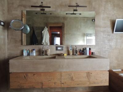 Lavandino doppio in pietra e legno_Falegnameria Bariza