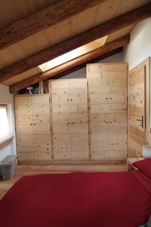 armadio su misura sottotetto_falegnameria Bariza