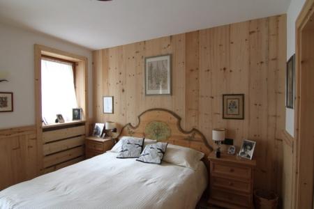 camera matrimoniale in legno antico e moderno_Falegnameria Bariza