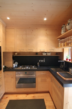 cucina in legno per chalet di montagna_falegnameria Bariza