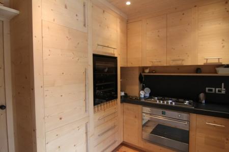 cucina in legno chiaro su misura_falegnameria Bariza