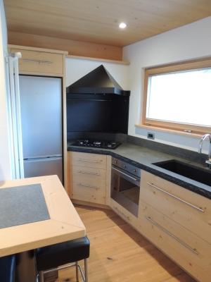 cucina ad angolo in legno_falegnameria Bariza
