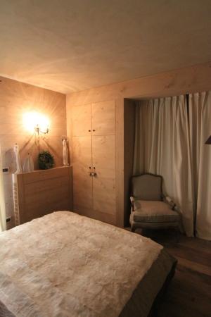 camera in legno con armadio incassato_falegnameria Bariza