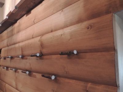 attaccapanni per parete in legno_falegnameria Bariza