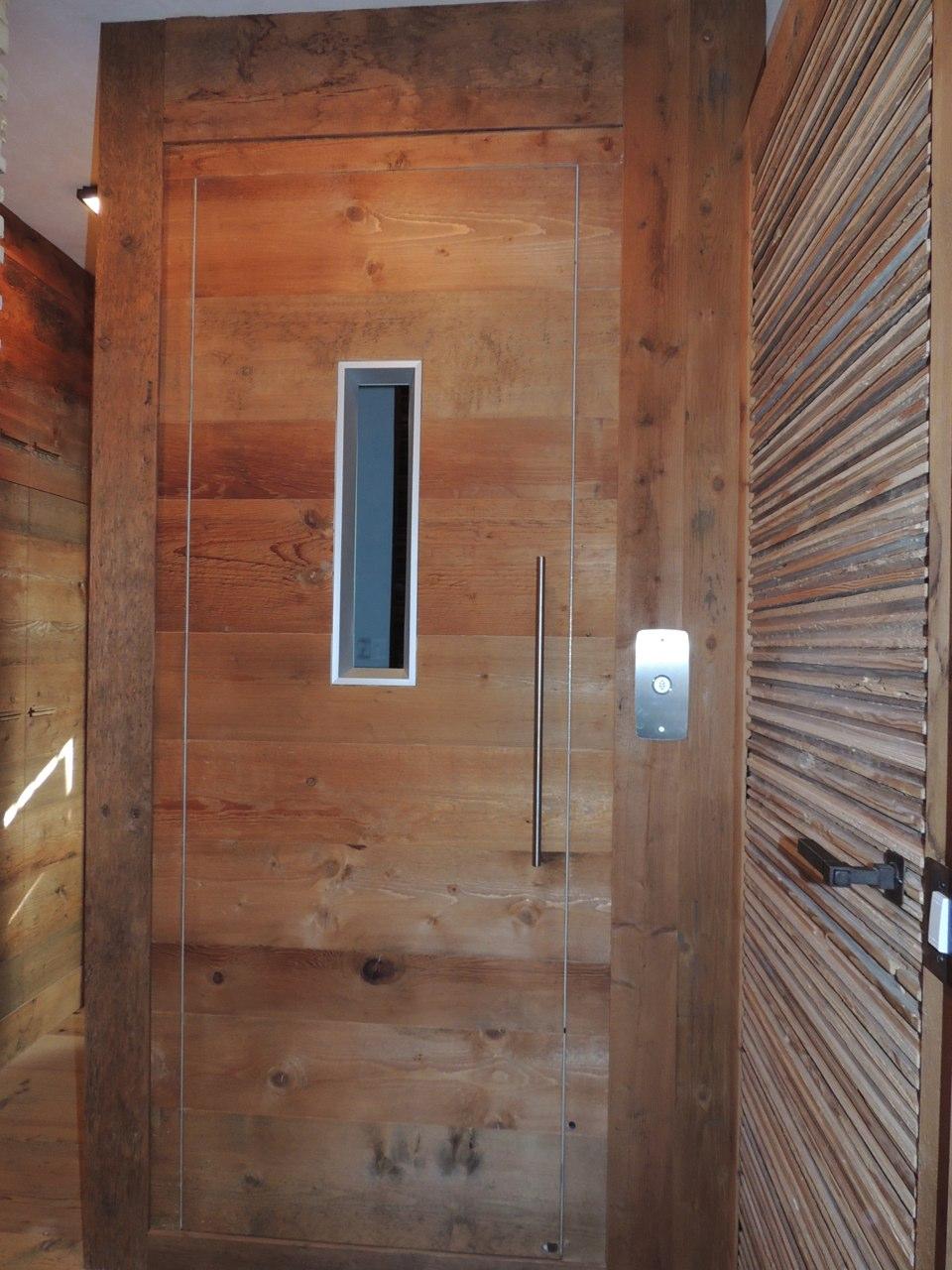 ascensore con porta in legno_falegnameria Bariza