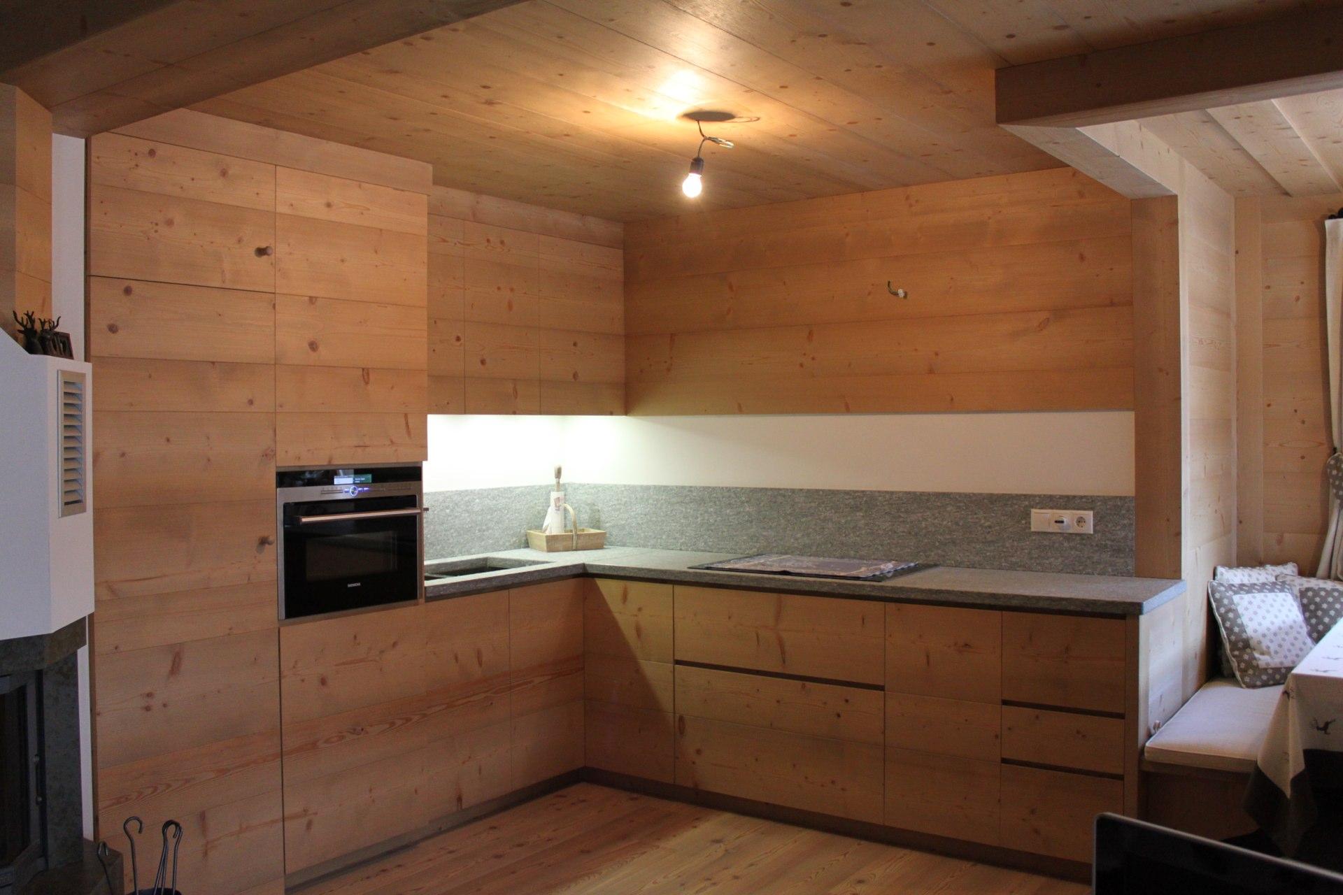 Cucine in legno bariza l 39 amore per la vita inizia a tavola - Cucine in legno chiaro ...